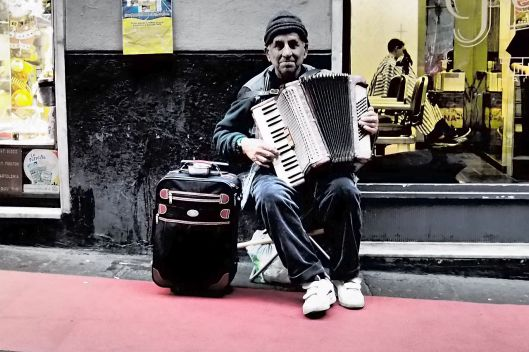 Fisarmonicista di Genova © Jordan Lessona