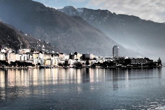 Montreux vista dal lago di Ginevra © Jordan Lessona